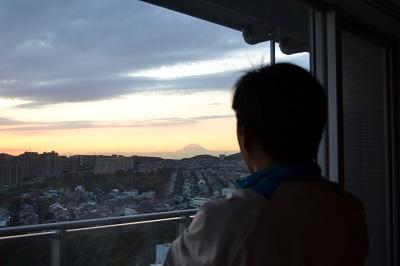 夕日の富士を見る